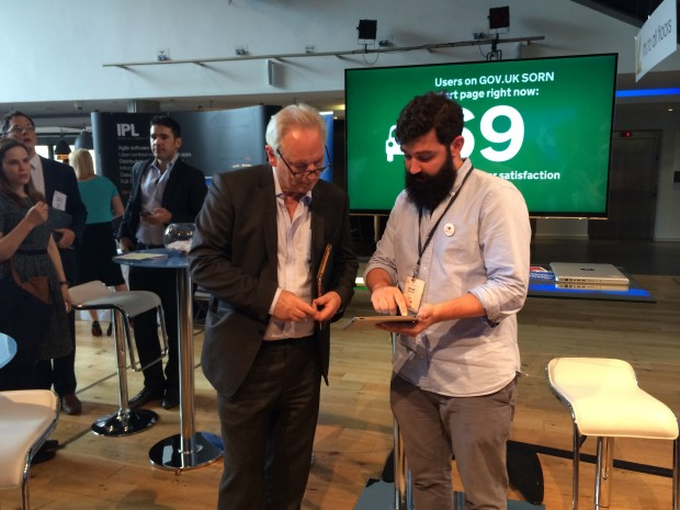 Rob Young demoes the Performance Platform to Sir Francis Maude